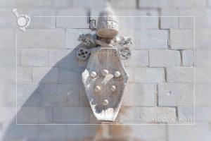 Stemma sulla facciata del Duomo di San Martino